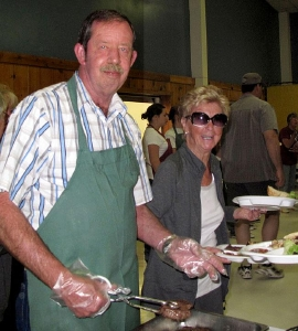 Inyo Sheriff Bill Lutze helped serve the diners.
