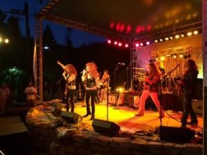 Mammoth Rocks girl band